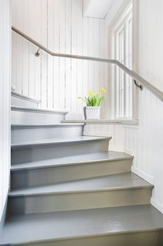 Stairs painted diy (Stairs ideas) Tags: How to Paint Stairs, Stairs painted art, painted stairs ideas, painted stairs ideas staircase makeover Stairs+painted+diy+staircase+makeover Stairs Painted White, White Stairs, Cottage Stairs, Farmhouse Stairs, Stairway Decorating, Decorating Ideas, Painted Staircases, Staircase Painting, Staircase Makeover
