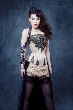 VANYANIS : Custom Corsetry & Extravagant Attire.. Morgana (Threnody in Velvet) modeling. Goodness.