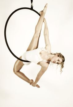 Learn How To Pole Dance From Home With Amber's Pole Dancing Course. Why Pay More For Pricy Pole Dance Schools? Aerial Hoop, Lyra Aerial, Aerial Hammock, Aerial Acrobatics, Aerial Dance, Aerial Arts, Aerial Silks, Pole Dance Moves, Pole Dancing Fitness