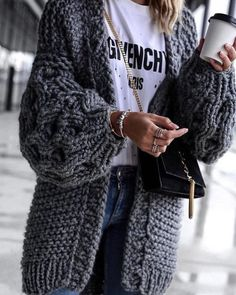 Ways To Wear An Oversized Knit Cardigan This Spring Wear an oversized knit cardigan with any spring outfit this season!Wear an oversized knit cardigan with any spring outfit this season! Mode Outfits, Casual Outfits, Fashion Outfits, Fashion Ideas, Womens Fashion, Fashion Clothes, Comfy Fall Outfits, Fall Outfits 2018, Fashion Styles
