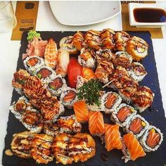 sushi, food, and yummy image I Love Food, Good Food, Yummy Food, Sushi Recipes, Healthy Recipes, Sushi Comida, Sushi Food, Le Diner, Food Platters
