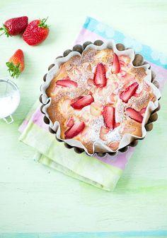 Ihanat herkut raparperista Pretty Cool, Apple Pie, Good Food, Strawberry, Cooking Recipes, Baking, Fruit, Desserts, Bakken