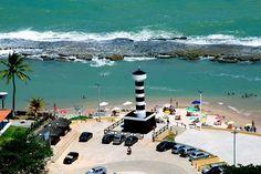 Coruripe tem mar exuberante e coqueiros em abundância