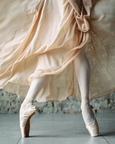 "gorbigorbi: ""Natalia Kleymenova (Stanislavsky and Nemirovich-Danchenko Moscow Music Theatre) Photographer Daria Chenikova "" Bolshoi Ballet, Ballet Dancers, Pointe Shoes, Ballet Shoes, Ballet Clothes, Dance Tips, Ballet Photography, Ballet Beautiful, Dance Art"