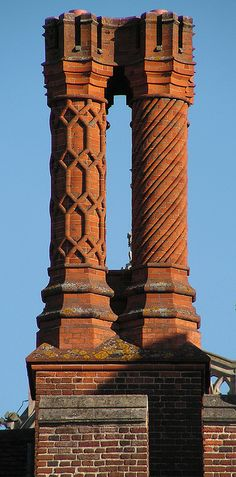 Ornate Tudor chimneys at Hampton Court. Of course, for all I know, they might be Victorian fakes. Unusual Buildings, Interesting Buildings, Amazing Buildings, Ancient Buildings, Tudor House, Gothic House, Gothic Architecture, Architecture Details, English Manor Houses
