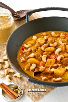 This creamy and fragrant Chicken Korma with Cashew Nuts is perfect for those with a milder palate. It is delicious served with fluffy steamed basmati rice. Indian Food Recipes, Asian Recipes, Asian Foods, Confort Food, Roasted Cashews, Korma, Main Dishes, Food Dishes, Cooking Recipes