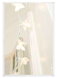 Guirnalda con luces y flores de fimo