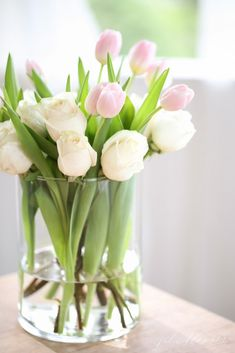 This soft, simple and pretty flower arrangement for $10 in 5 minutes.