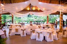 How To Find The Perfect Venue For Your Wedding. Choosing where to spend this important day is one of the most crucial, and definitely one of the hardest, decisions when planning your wedding. Boho Wedding, Destination Wedding, Dream Wedding, Plan Your Wedding, Wedding Planning, Best Wedding Venues, Wedding Ideas, Wedding Inspiration, Fly To Fiji