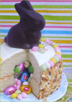 Gâteau surprise de Pâques Yummy World, Surprise Cake, Cold Brew Coffee Maker, French Press Coffee Maker, Candy Cakes, Gifts For Photographers, Easter Recipes, Birthday Cake, Blog