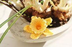 virkade påskliljor och narcisser - påskris   Crocheted daffodil