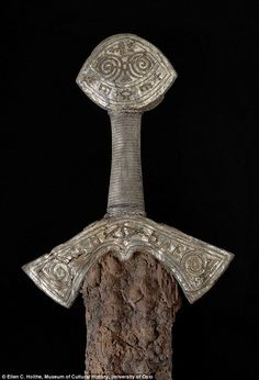 Museum of artifacts Hilt of a Century Viking Sword Late viking age sword from Bygland, Norway. It is wrapped with silver thread and the hilt and pommel at the top are covered in silver with details in gold, edged with a copper alloy thread. Viking Life, Viking Art, Viking Warrior, Viking Woman, Viking Books, Viking Metal, Norway Viking, Norway Oslo, Sword Hilt