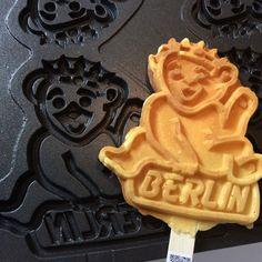 Berliner Bär Waffel - die Stadtwaffel für Events und Charity Aktion, ob zu der #GrünenWoche oder einem Filmfestival wie der #BERLINALE. Der Charme einer verlockenden Werbebotschaft, der alle Sinne erlegen sind.