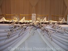Could be done with pussy willows for a winter wedding or frosted branches.