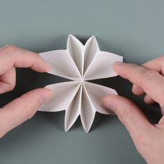Paper flower garland Here are instructions on how to make a festive garland to brighten up your day. You will need: gram paper, cutting tool, cutting mat, stapler, awl and some string. Paper Flower Garlands, Paper Flowers, Projects For Kids, Art Projects, Origami, A4 Paper, July Crafts, Flower Shape, Memorial Day