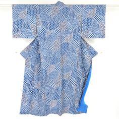 Blue and gray, komon kimono  / シボ加工の化繊地に絞り風柄を施した小紋 http://www.rakuten.co.jp/aiyama #Kimono #Japan #aiyamamotoya