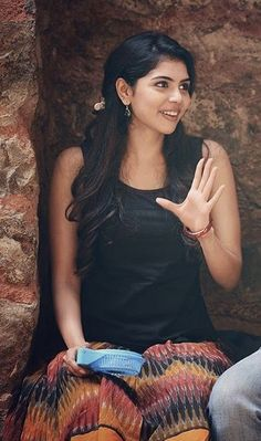 Why Is Everyone Talking About Kalyani Priyadarshan - Trendspic Most Beautiful Faces, Beautiful Girl Image, Beautiful Saree, Beautiful Eyes, Beautiful People, Beautiful Bollywood Actress, Most Beautiful Indian Actress, Beautiful Actresses, Stylish Girl Images