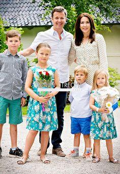 kronprinsenfrederik: 2015.07.19 Crown Prince Frederik, Crown Princess Mary, Prince Christian, Princess Isabella, Prince Vincent & Princess Josephine at Gråsten Palace.