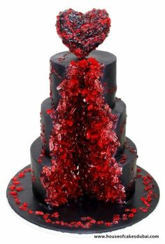 Ruby geode, by House of Cakes in Dubai. Both beautiful and slightly creepy.