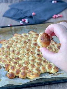 Bubble Bread - SaltSugarLove - - Bubble Bread Perfekt als Finger Food. Party Finger Foods, Snacks Für Party, Party Party, Pizza Recipes, Bread Recipes, Snacks Recipes, Dessert Recipes, Cake Au Lait, Bubble Bread
