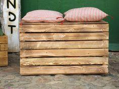 Hier bieten wir Ihnen 1 neue geflammte Truhe / Holzkiste, zum Verkauf an.  Die Holzkiste/Truhe ist vielseitig verwendbar.  z.B. im Garten als Aufbewahrungsmöglichkeit für ihre...