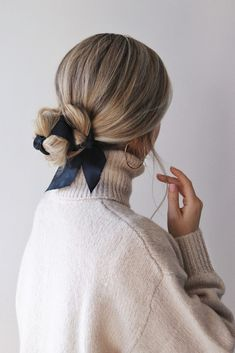 Easy Fall Hairstyles, Hair Trends 2018 - Alex Gaboury arc de cheveux And Beauty Hairstyle Bridesmaid, Ribbon Hairstyle, Hairstyles With Ribbon, Chignon Hairstyle, Pretty Hairstyles, Easy Hairstyles, Wedding Hairstyles, Cute Simple Hairstyles, Classic Hairstyles