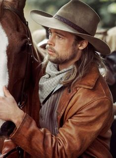 "Brad Pitt (Tristan Ludlow) >> ""Legends of the Fall"" . Love the gruff on Brad! Anthony Hopkins, Jennifer Aniston, Angelina Jolie, Junger Brad Pitt, Famous Celebrities, Celebs, Jim Harrison, Oklahoma, Blazer Fashion"