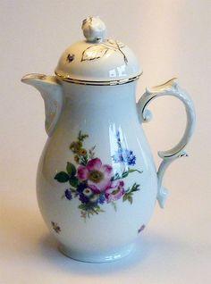 Schöne Kaffeekanne, Fürstenberg, Dekor  bunte Blume  (Nr. 2199), Porzellan