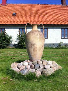 rock base to display crock