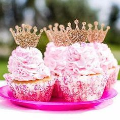 Cupcake toppers for a princess themed birthday party or just for your little princess! These glitter gold cupcake toppers are a princess crown design. The perfect combination of glitter and sophistica (Candy Cake Geburtstagskuchen) Crown Cupcake Toppers, Crown Cupcakes, Gold Cupcakes, Glitter Cupcakes, Cupcake Cakes, Ladybug Cupcakes, Kitty Cupcakes, Snowman Cupcakes, Rose Cupcake