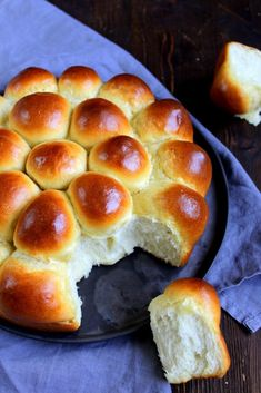 Angel Rolls - fluffy rolls from the USA- Angel Rolls – fluffige Brötchen aus den USA Angel Rolls – fluffy rolls from the USA - Pampered Chef, Bakery Recipes, Paleo Recipes, Drink Recipes, Homemade Dinner Rolls, Paleo Meal Plan, American Food, American Recipes, Thanksgiving Recipes