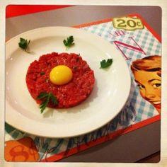 Tartare di Carne Piemontese con Tuorlo d'Uovo e Prezzemolo