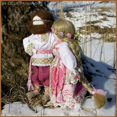 Купить или заказать Лада и Ладо в интернет-магазине на Ярмарке Мастеров. Лада и Ладо. Лада – женское проявленное начало Бога Рода, воплощение весны и летнего плодородия, богиня любви и красоты. В христианской традиции культ Лады слился с культом Богородицы. Лада являет собой створаживание мира из молока и сметаны в период Масленицы в свежий, нежный творог, то есть более плотную, густую массу, нежели молоко. А вслед за творогом последует ещё более плотная субстанция…
