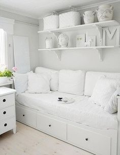 For spare room - ikea Hemnes day bed - white Cama Ikea, Ikea Daybed, Daybed Room, Bed Couch, Nursery Daybed, White Sofa Bed, Daybed Pillows, Ikea Sofa, Small Pillows