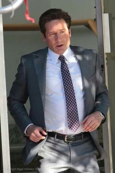 David Duchovny as Fox Mulder Dana Scully, David Duchovny, First Crush, Gillian Anderson, Make Me Smile, Sexy Men, Fox, Suit Jacket, Singer