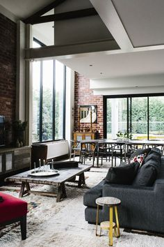 charcoal, red and brick walls. Very vintag-y look. Love.