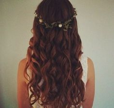 Curly hair by Marie Brulotte on We Heart It Fancy Hairstyles, Braided Hairstyles, Spring Hairstyles, Girl Hairstyles, Wedding Hairstyles, Pixie, Roll Hairstyle, Medium Hairstyle, Hair Dos