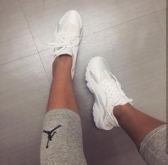 Nike Huarache in white/weiß // Foto: genevievechanel (Instagram)