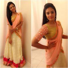 3e0bc0ce3fbb51 srimukhi in rekha house of couture half saree