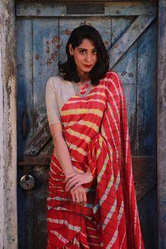 Leheriya from Rajasthan Lehriya Saree, Khadi Saree, Saree Poses, Bengali Saree, Lace Saree, Kerala Saree, Lehenga Blouse, Silk Sarees, Indian Ethnic Wear