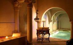 Hôtel spa de luxe en Provence  L'Hôtel Jardins Secrets est un hotel spa en Provence à Nimes idéalement situé pour un séjour reposant et relaxant. Vous profiterez de massages et de soins de qualité dans cet hotel spa en Provence, parfait pour profiter d'instants plus calme après des journées à la découverte de Nimes et ses environs.