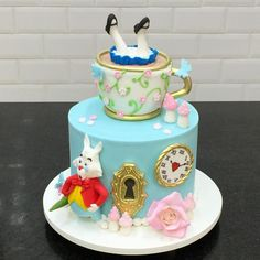 Disney Princess cake ideas your kids will go crazy for! Whoever made these cakes must've won Parent Of The Year - which one is your favourite? Alice In Wonderland Tea Party Birthday, Alice In Wonderland Cakes, Alice Tea Party, Wonderland Party, Bolo Toy Story, Mad Hatter Cake, Friends Cake, Disney Cakes, Disney Princess Cakes