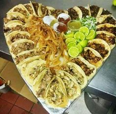 Tacos in a shape of a heart Taco Love, Lets Taco Bout It, Comida Pizza, Mexican Food Recipes, Ethnic Recipes, Mexican Meals, Lunch Recipes, Yummy Recipes, Taco Tuesday