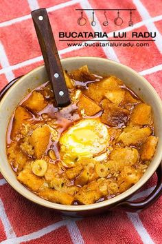 So much flavor, so easy to make, so traditional. Spanish garlic soup or sopa de ajo, have it for breakfast, lunch or dinner. It's healthy and good for you. Garlic Soup, Thai Red Curry, Bacon, Cooking Recipes, Lunch, Dinner, Supe, Breakfast, Healthy