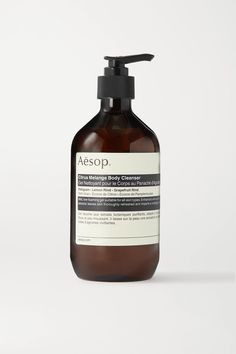 Aesop's 'Citrus Melange' body wash is the perfect way to awaken your senses and start the day. Infused with Petitgrain, Lemon and Grapefruit Rind, this gentle, low-foaming gel cleanses and purifies skin without stripping away moisture or natural oils. The signature brown bottle is made from 99.7% recycled plastic and will look so chic on your bathroom shelf. - Suitable for all skin types Hot Lemon Water, Lemon Water Benefits, Lemon Health Benefits, Drinking Lemon Juice, Lemon Uses, Brown Bottles, Body Cleanser, How To Eat Less