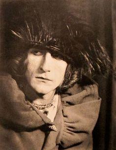 Rrose Sélavy, hétéronyme de Marcel Duchamp par Man Ray.1920