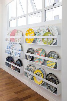 Plate Wall Decor, Plates On Wall, Repurposed Furniture, Furniture Decor, Plate Shelves, Coffee Bar Home, Hexagon Shelves, Bohemian House, Gold Interior