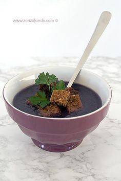Vellutata di cavolo rosso - Purple cabbage soup | From Zonzolando.com