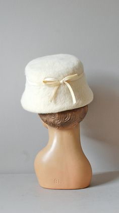 Fondant hat / vintage 1960s hat / cream 60s bucket by DearGolden, $38.00