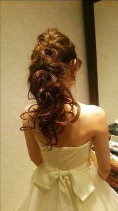 「ウェディングノート 内容」の画像検索結果 Wedding Tiara Hairstyles, Dress Hairstyles, Party Hairstyles, Bride Hairstyles, Down Hairstyles, Hair Design For Wedding, Wedding Party Hair, Wedding Hair Flowers, Bridal Hair